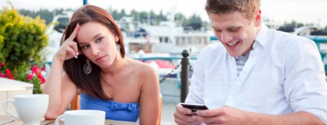 Qué piensa ella cuando le envías mensajes a otras mujeres
