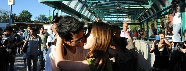 Cómo besarse en público